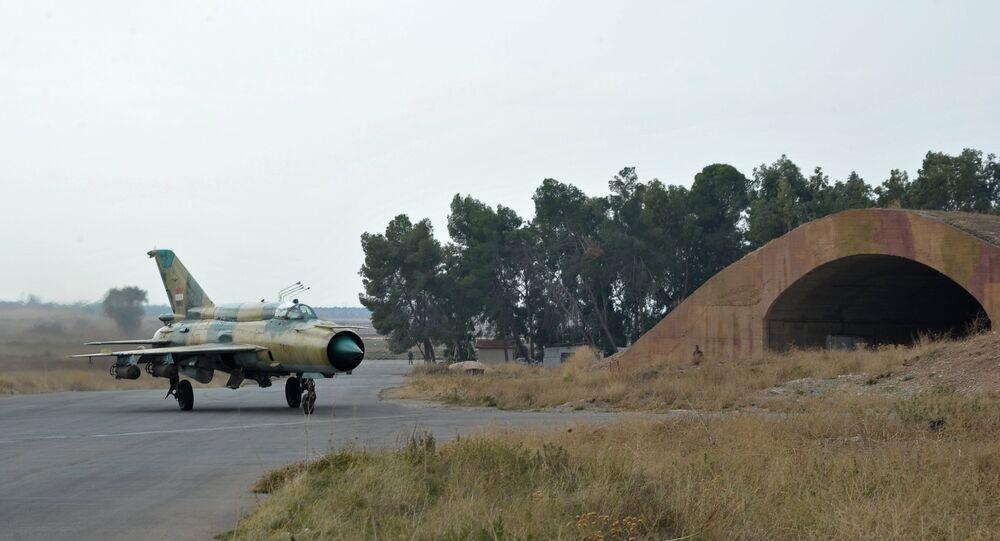 Un MiG-21 de l'armée de l'air syrienne à la base aérienne de Hama