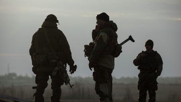 Ukrainian servicemen guard their position in the village of Shyrokyne near Mariupol, eastern Ukraine, Wednesday, Feb. 25, 2015 - Sputnik France