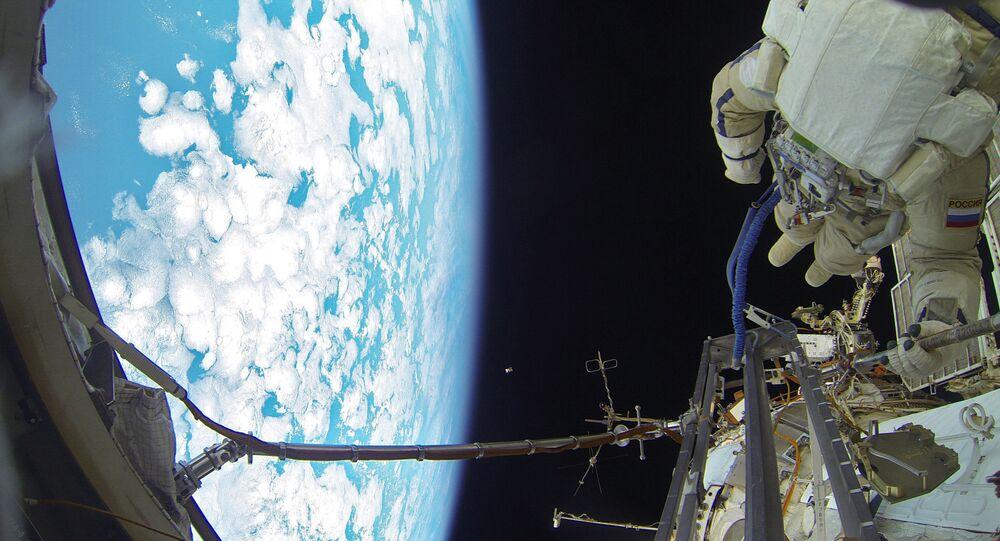 Cosmonautes russes sortis dans l'espace