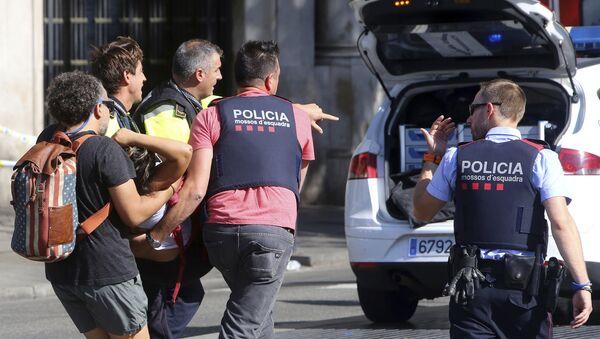 Une personne blessée pendant l'attaque à la voiture-bélier à Barcelone - Sputnik France