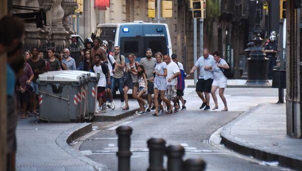 La gente abandona el lugar del atentado en Barcelona - Sputnik France