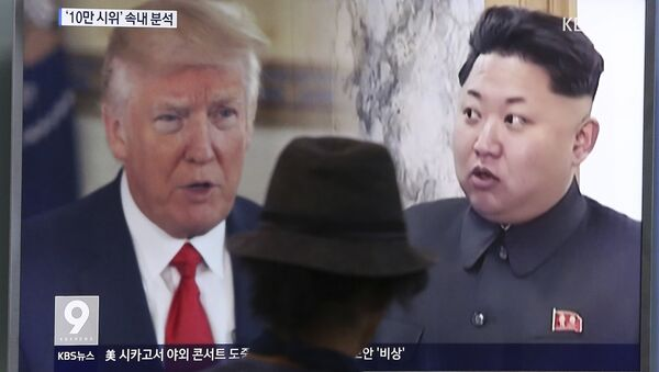 In this Aug. 10, 2017, file photo, a man watches a television screen showing U.S. President Donald Trump and North Korean leader Kim Jong-un during a news program at the Seoul Train Station in Seoul, South Korea. - Sputnik France