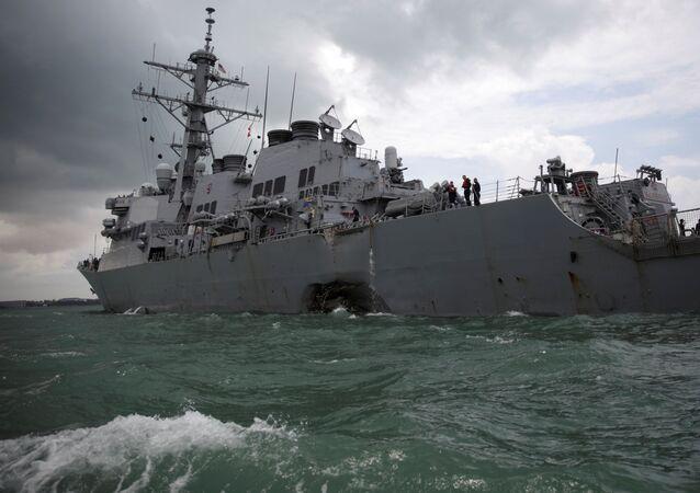 Le destroyer USS John S. McCain après la collision