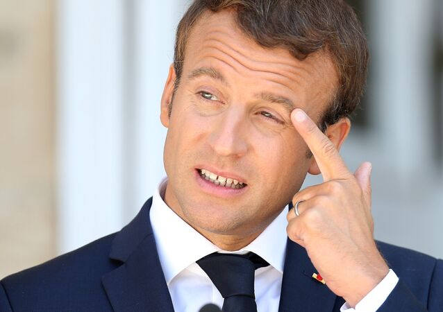 «Jupiter veut cuir(e) dans son jus...»: les internautes taclent le look de Macron