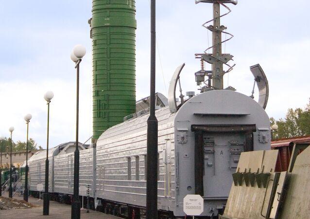 сomplexe ferroviaire lance-missiles RT-23 UTTKh Molodets