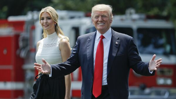 President Donald Trump gestures as he walks with his daughter Ivanka Trump across the South Lawn of the White House in Washingto - Sputnik France
