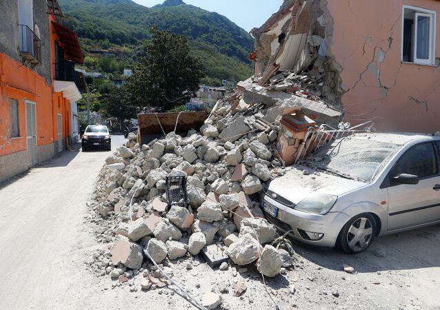 Les conséquences du séisme sur l'île italienne d'Ischia