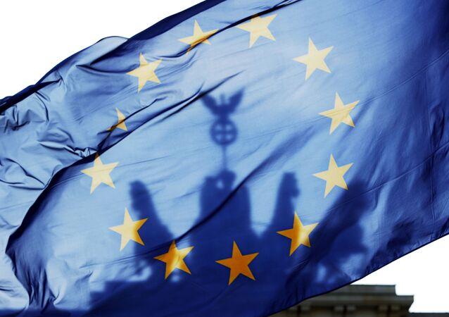 Drapeau de l'UE devant la porte de Brandebourg