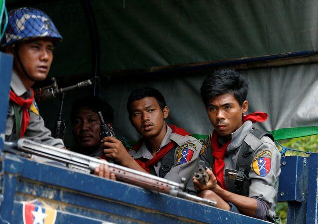 La police birmane