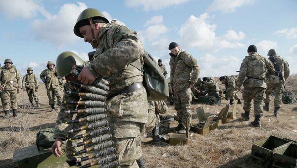 Des soldats ukrainiens lors d'un exercice - Sputnik France