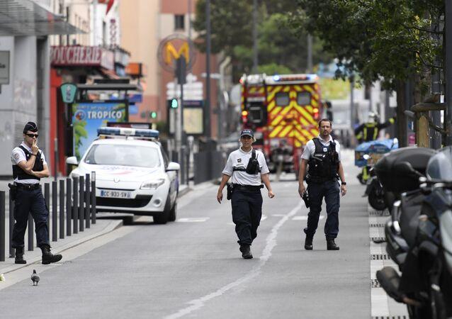 Police à Villejuif suite à la découverte d'un laboratoire d'explosifs.