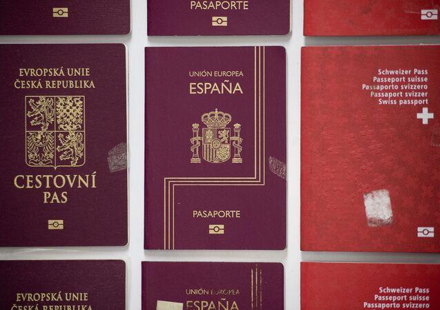 «Les passeports européens en solde»