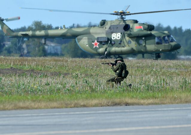 Un soldat participe aux exercices Zapad 2017