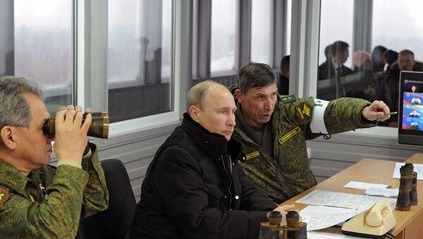 Vladimir Poutine inspecte les manœuvres Zapad 2017 - Sputnik France