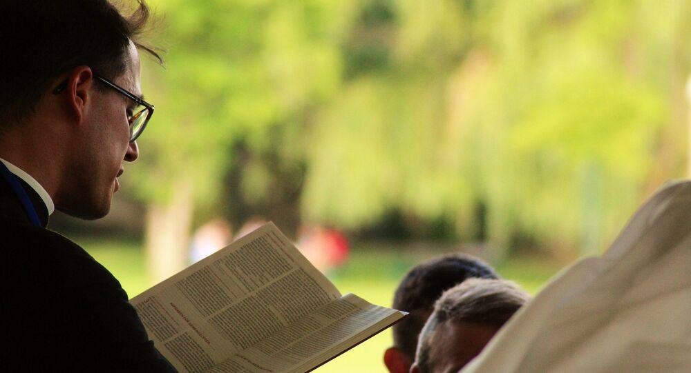 Un prêtre. Image d'illustration
