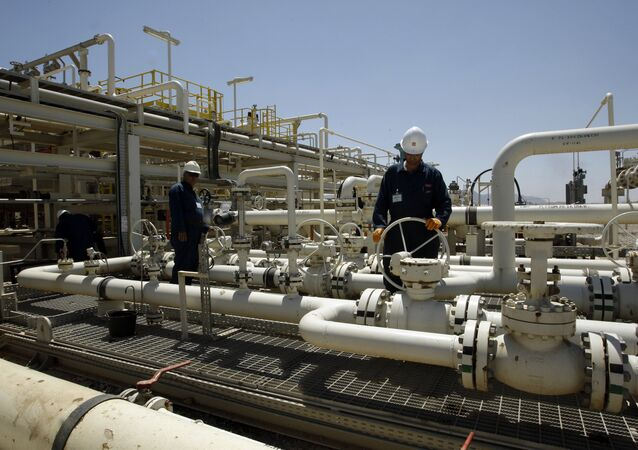Une raffinerie de pétrole