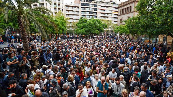 les électeurs affluent aux bureaux de vote afin de maintenir le référendum - Sputnik France
