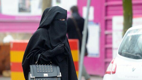 Femme portant un niqab - Sputnik France