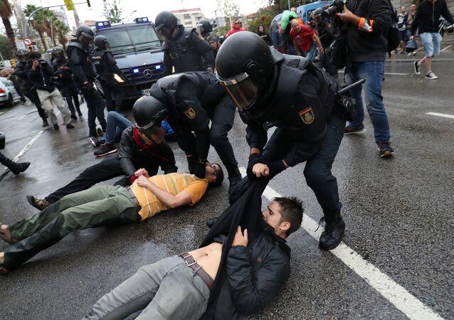 Affrontements entre police et manifestants à Barcelone