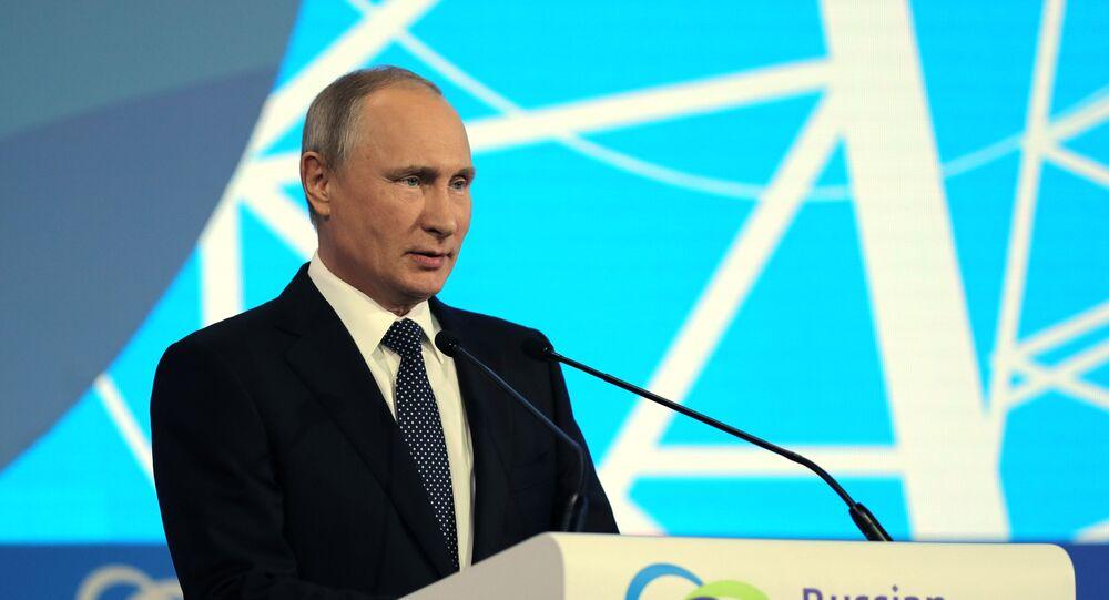Vladimir Poutine au forum international «La semaine russe de l'énergie»