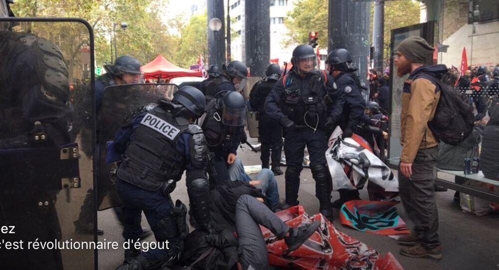 Syndicats en grève, «Macron regarde ta Rolex, c'est l'heure de la révolte»