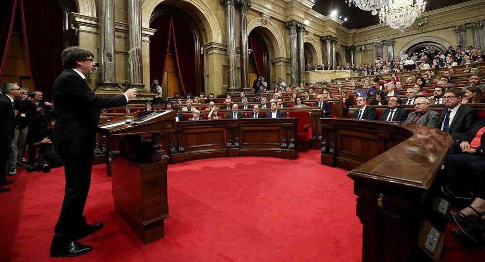 Carles Puigdemont prononce un discours devant les parlementaires catalans