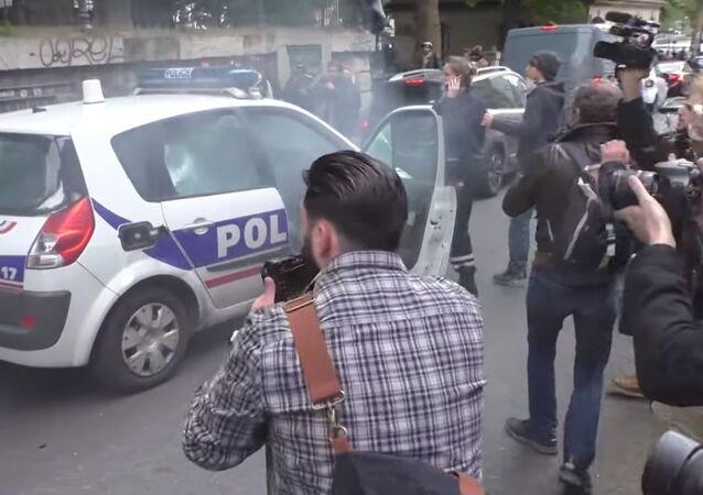Voiture de police incendiée