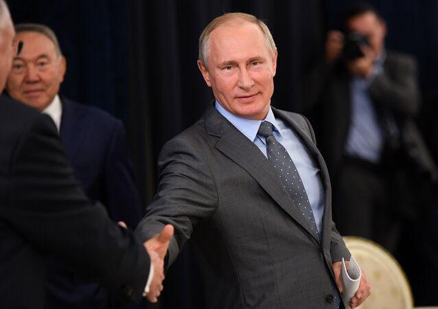 Cadeau sportif offert à Poutine: l'amitié russo-allemande retrouve des couleurs
