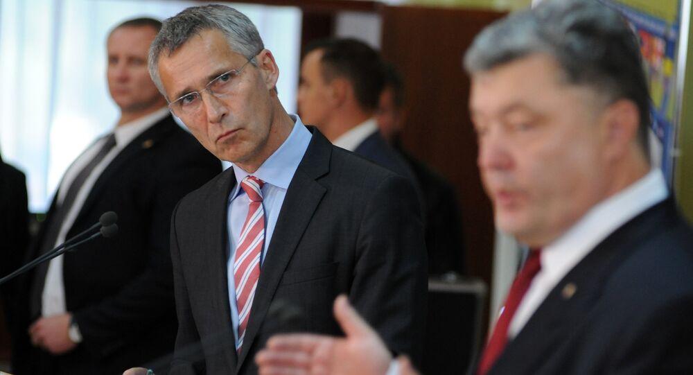 Jens Stoltenberg et Piotr Porochenko