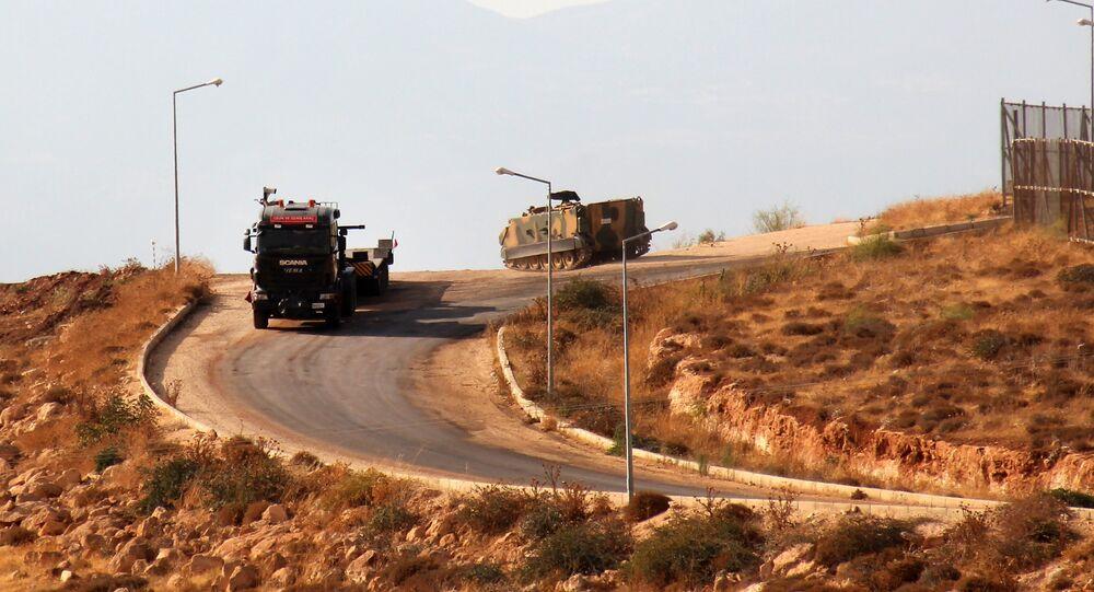 Véhicules militaires syriens dans le gouvernorat d'Idlib