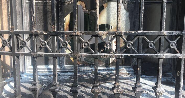 Piotr Pavlenski incendie la Banque de France, Place de la Bastille