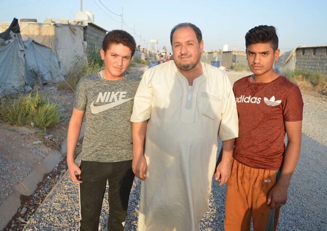 Une famille dans le camp de réfugiés à Erbil