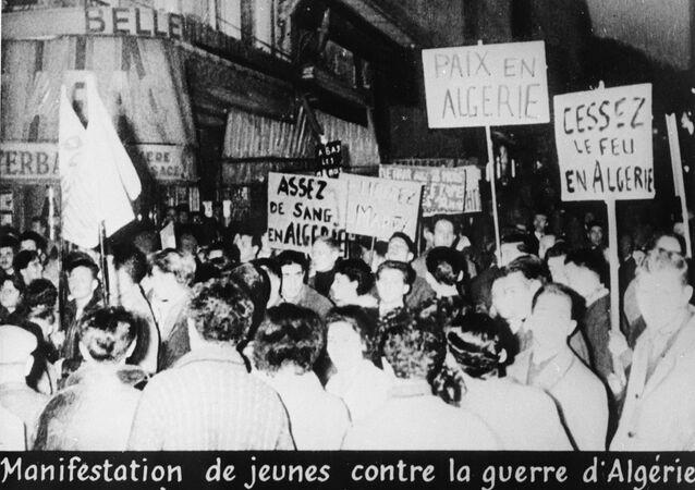 Manifestation contre la guerre en Algérie