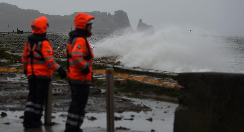 La tempête Brian s'abat sur l'Irlande et les côtés britanniques