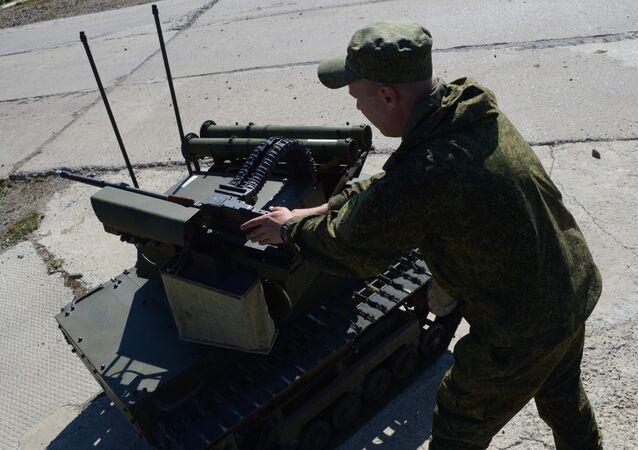 Un commando russe manie un système robotisé Platforma-M
