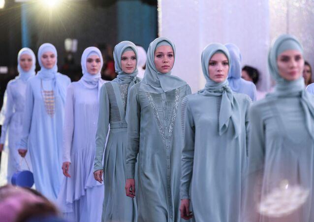 Le défilé de la récente collection de la fille du Président tchétchène Aïshat Kadyrova