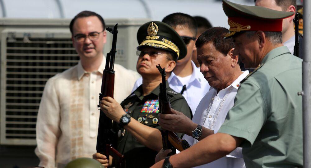 Le Président philippin Rodrigo Duterte a personnellement reçu une cargaison d'armes et de munitions fabriquées en Russie