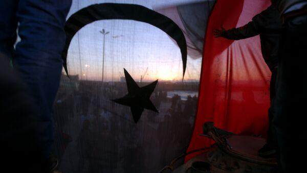 L'ancien drapeau de la Libye lors des manifestations à Benghazi en 2011 - Sputnik France