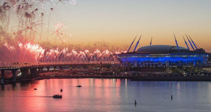 Les feux d'artifice près du stade de Saint-Pétersbourg après le match final de la Coupe des Confédérations 2017