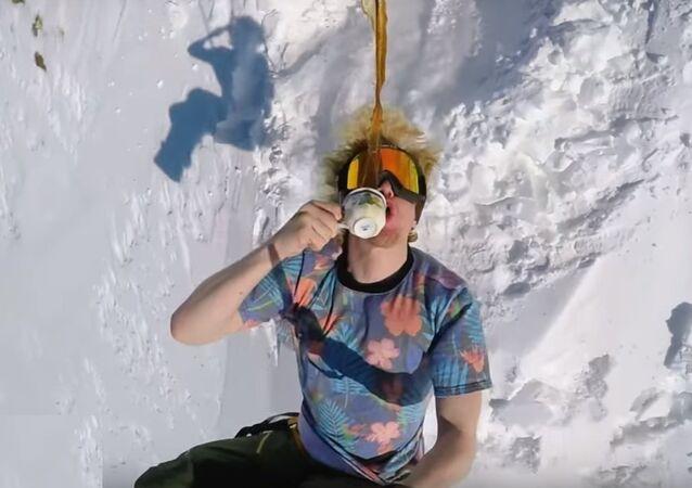 Voici comment les vrais snowboarders boivent leur café