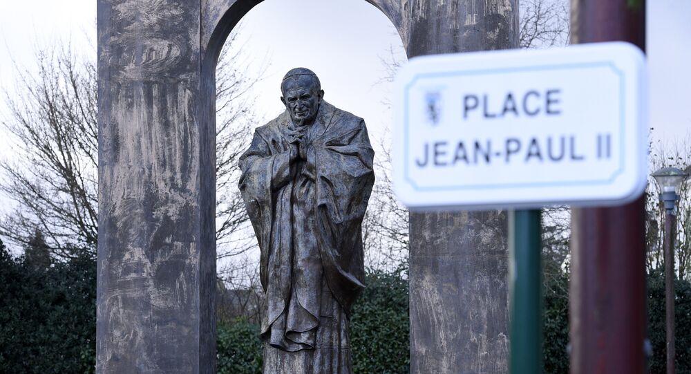Statue du pape Jean-Paul II à Ploërmel