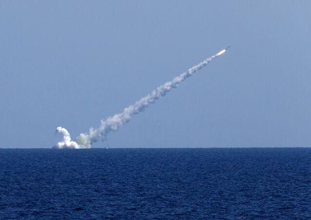 Le sous-marin Veliki Novgorod frappe Daech en Syrie aux missiles Kalibr