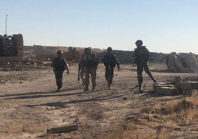Les militaires syriens à l'est de Deir ez-Zor
