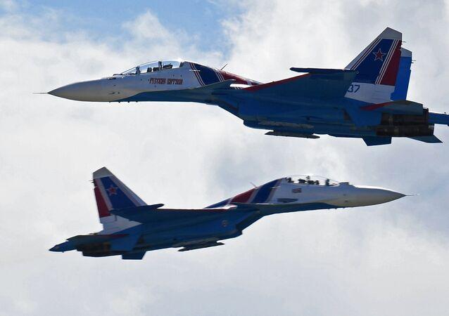 Des chasseurs polyvalents Su-30 (image d'archives)