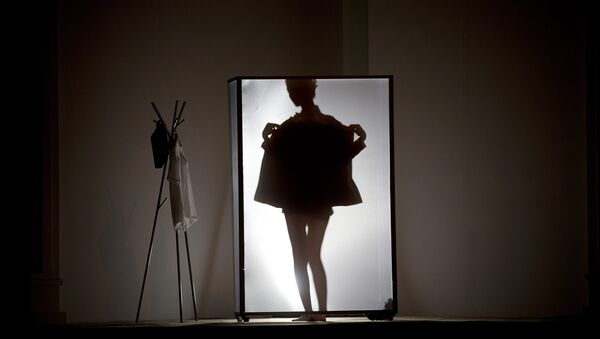 A model is silhouetted on stage as she prepares to present La Nouvelle Famille home wear collections by Chinese designer Ma Bin during China Fashion Week in Beijing Thursday, Oct. 31, 2013. - Sputnik France