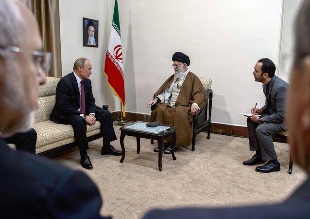 Vladimir Poutine et Ali Khamenei