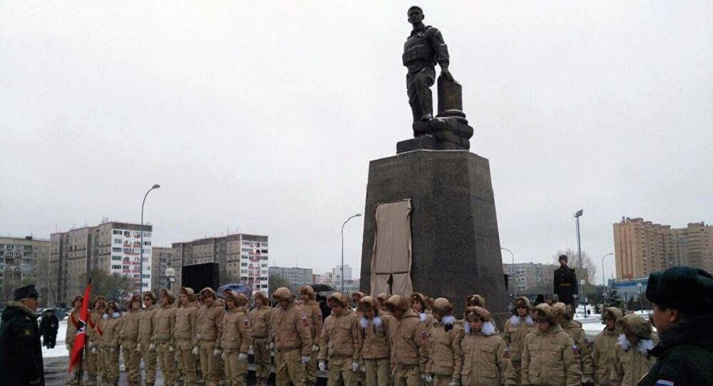 Le monument en l'honneur de l'officier russe Alexandre Prokhorenko dans la ville d'Orenbourg