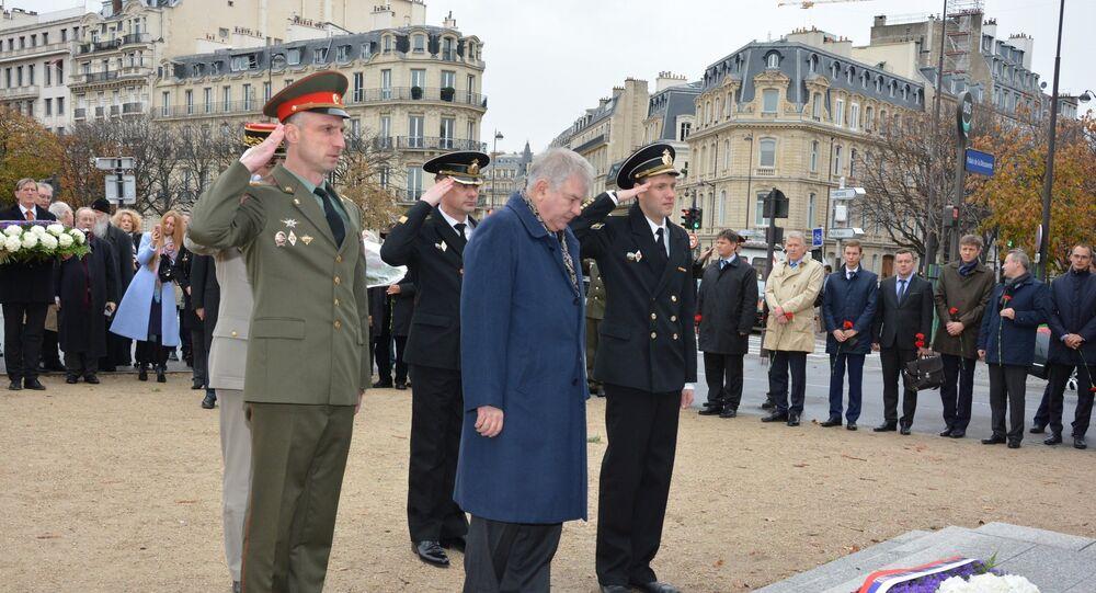 Devant le monument au Corps expéditionnaire russe
