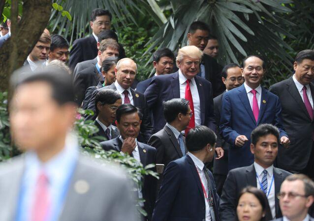Vladimir Poutine et Donald Trump à Danang