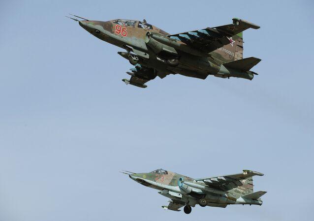 Des avions russes Su-25SM lors d'une répétition du Défilé de la Victoire